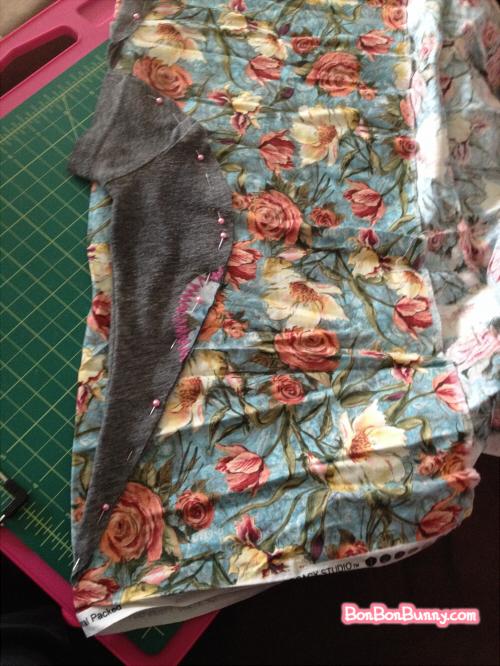 easy tshirt diy slouchy sleeve to repair stains (7)